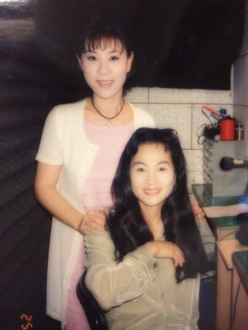 龍千玉從小就跟著鳳飛飛學唱歌。圖/摘自臉書