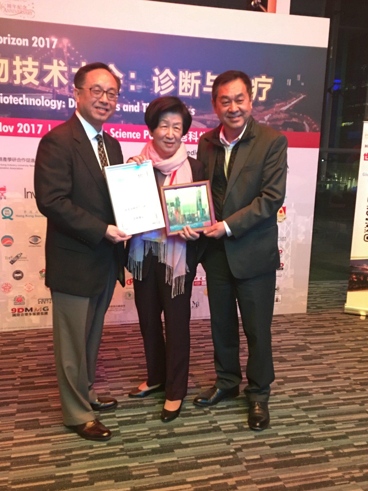太景董事長許明珠博士獲香港生物科技協會頒發「新藥發明終身成就獎」,是香港生物科技...