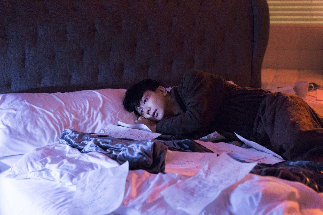 林俊傑為新歌「偉大的渺小」化逼真傷妝。圖/華納音樂提供