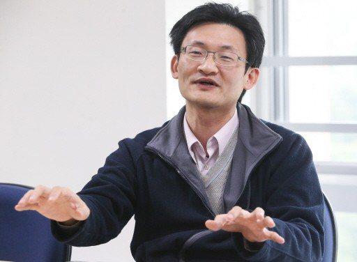 中央研究院社會學研究所副研究員林宗弘說,即使環境惡化,創新還是會有贏家。 記者黃...