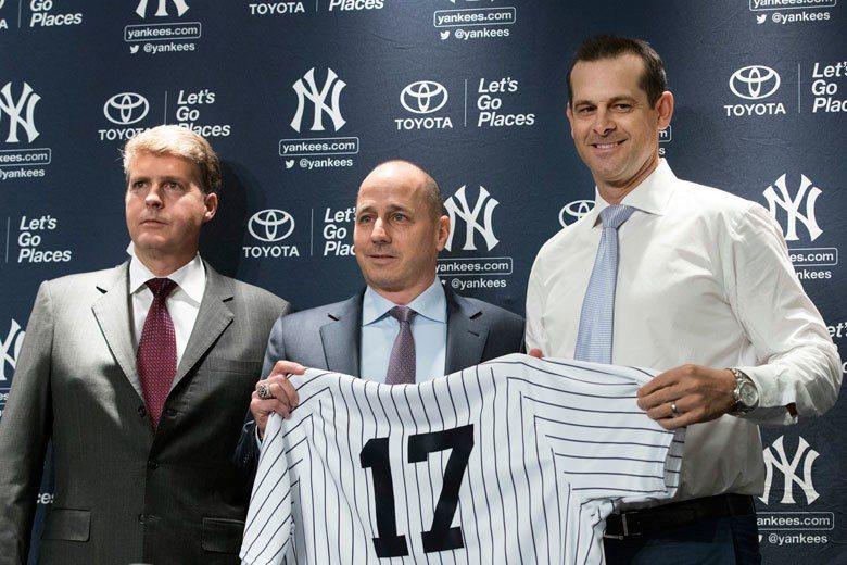 洋基老闆史坦布瑞納(左)和經理凱許曼(中)對新教頭布恩(右)的耐心恐怕有限,因為...
