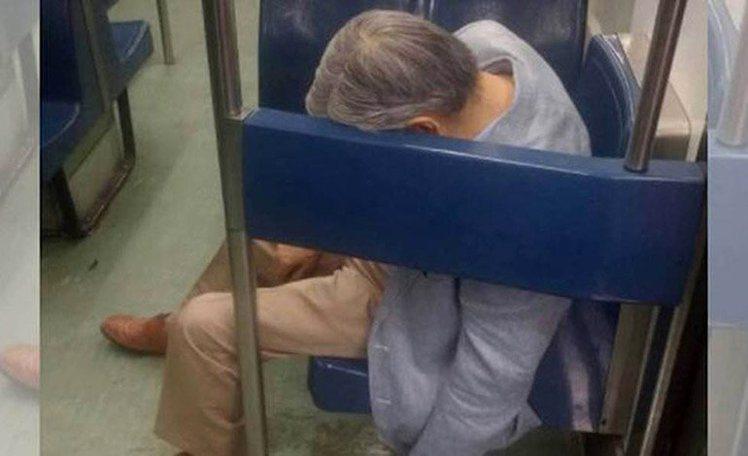 70歲老翁在車廂內因心肌梗塞死亡,乘客伴屍好幾小時卻都沒有發覺。圖/擷自La T...