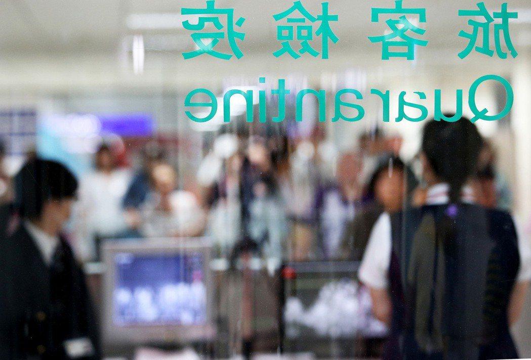 在各國際機場、港口都設有疾病管制署的旅客檢疫站,雖然其目的是希望防疫於境外,但實...