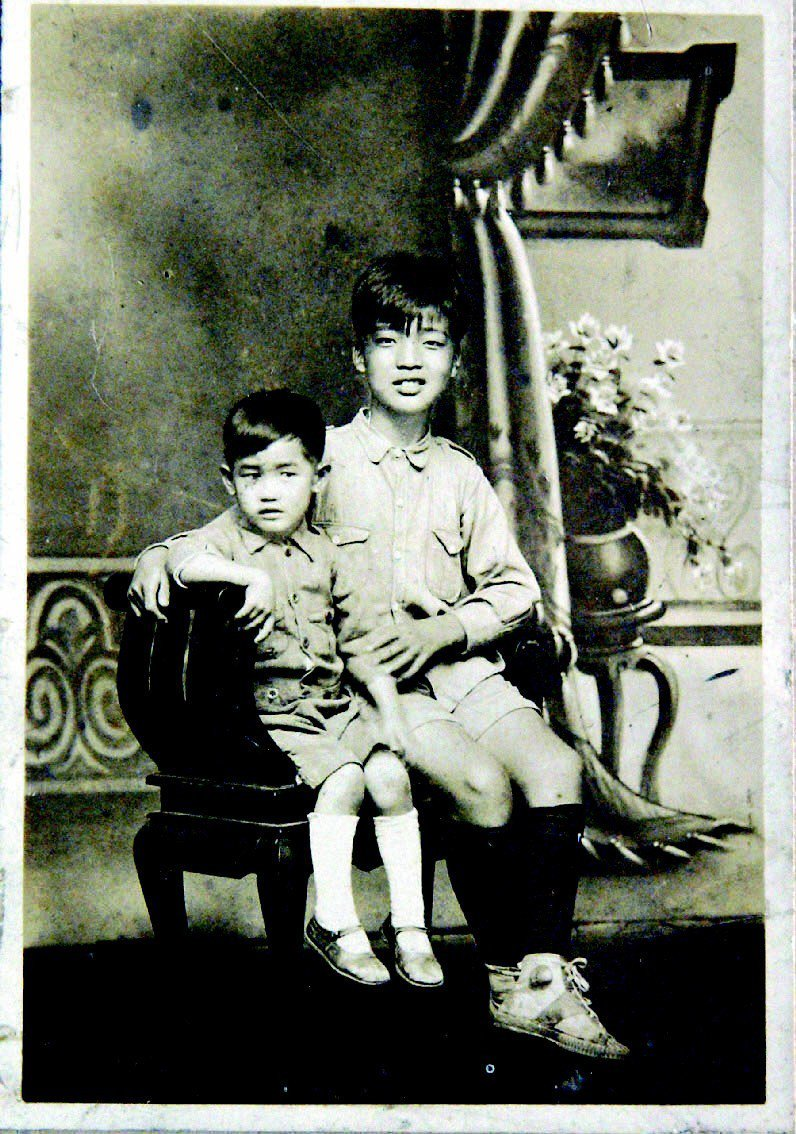 兄弟余光中(左)童年時與哥哥余光亞合影。聯合報記者劉學聖/翻攝