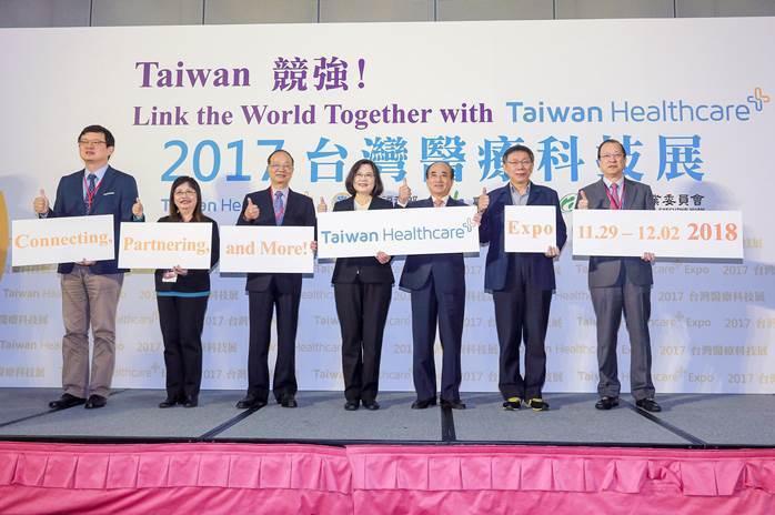 圖1:總統蔡英文(中)出席第一屆醫療科技展 (照片來源:生策會)