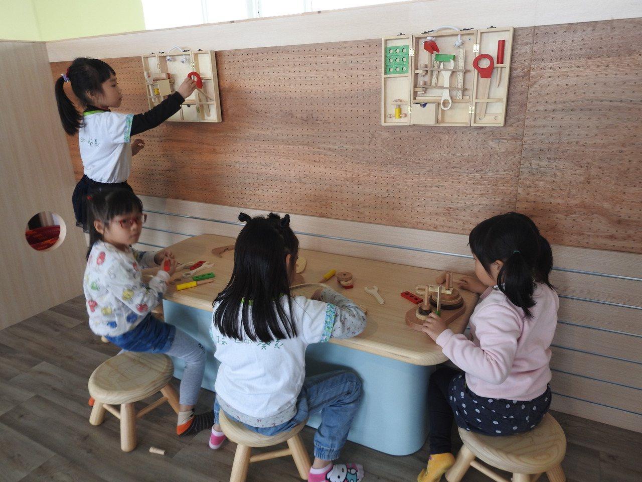 台灣工藝中心「歡樂森林-親子互動童玩展」今開放,免費開放幼兒園或國小團體預約。記...