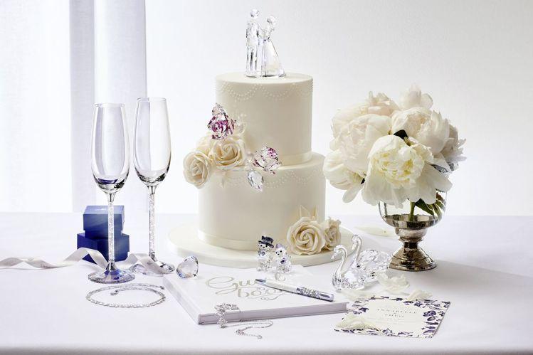 施華洛世奇多款精緻擺件,為婚宴注入幸福氛圍。圖/施華洛世奇提供