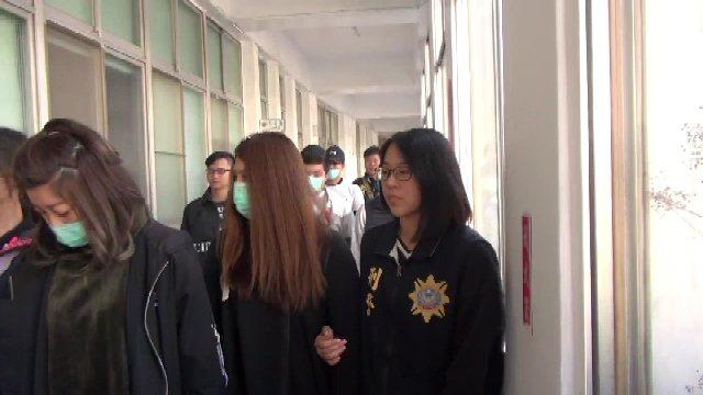 警方破獲賭博網站機房,逮捕5男2女。記者劉星君/翻攝
