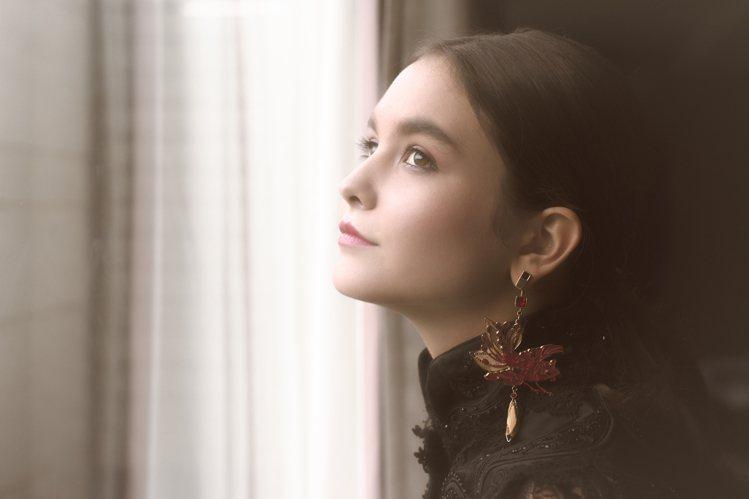夏姿以「2017秋冬慶典」為主題,拍攝耶誕賀禮影片。圖/夏姿提供