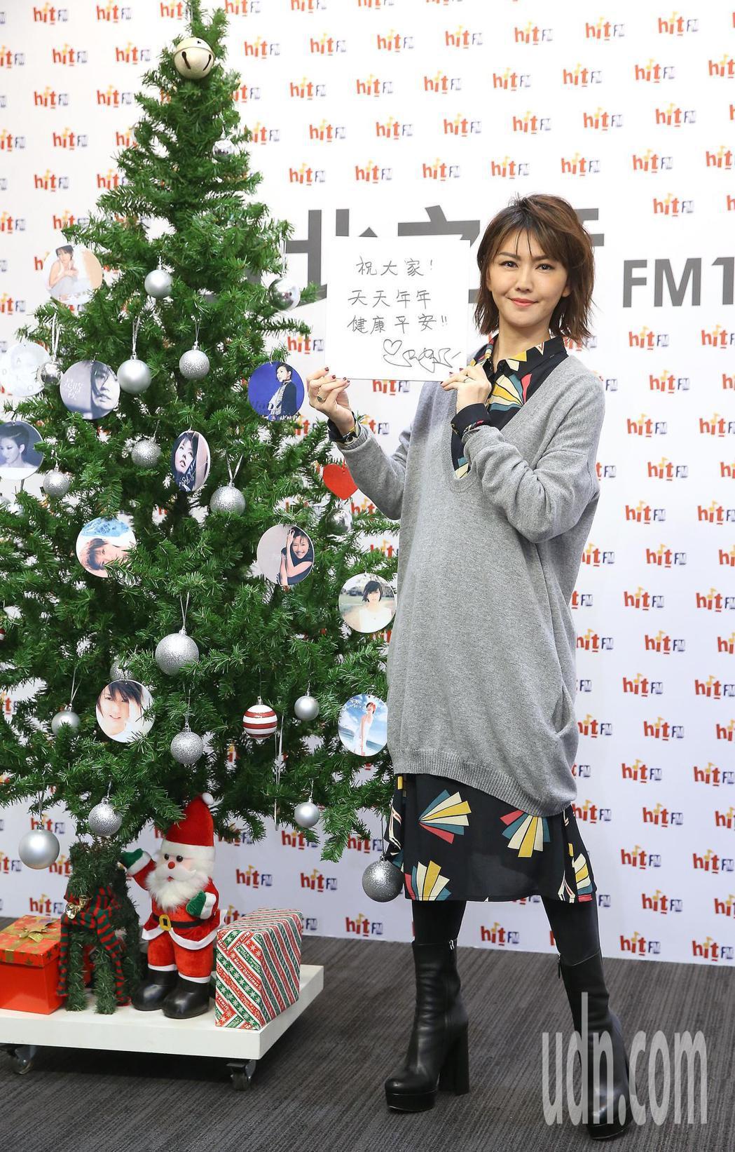 歌手孫燕姿下午出席電台活動宣傳專輯。記者高彬原/攝影