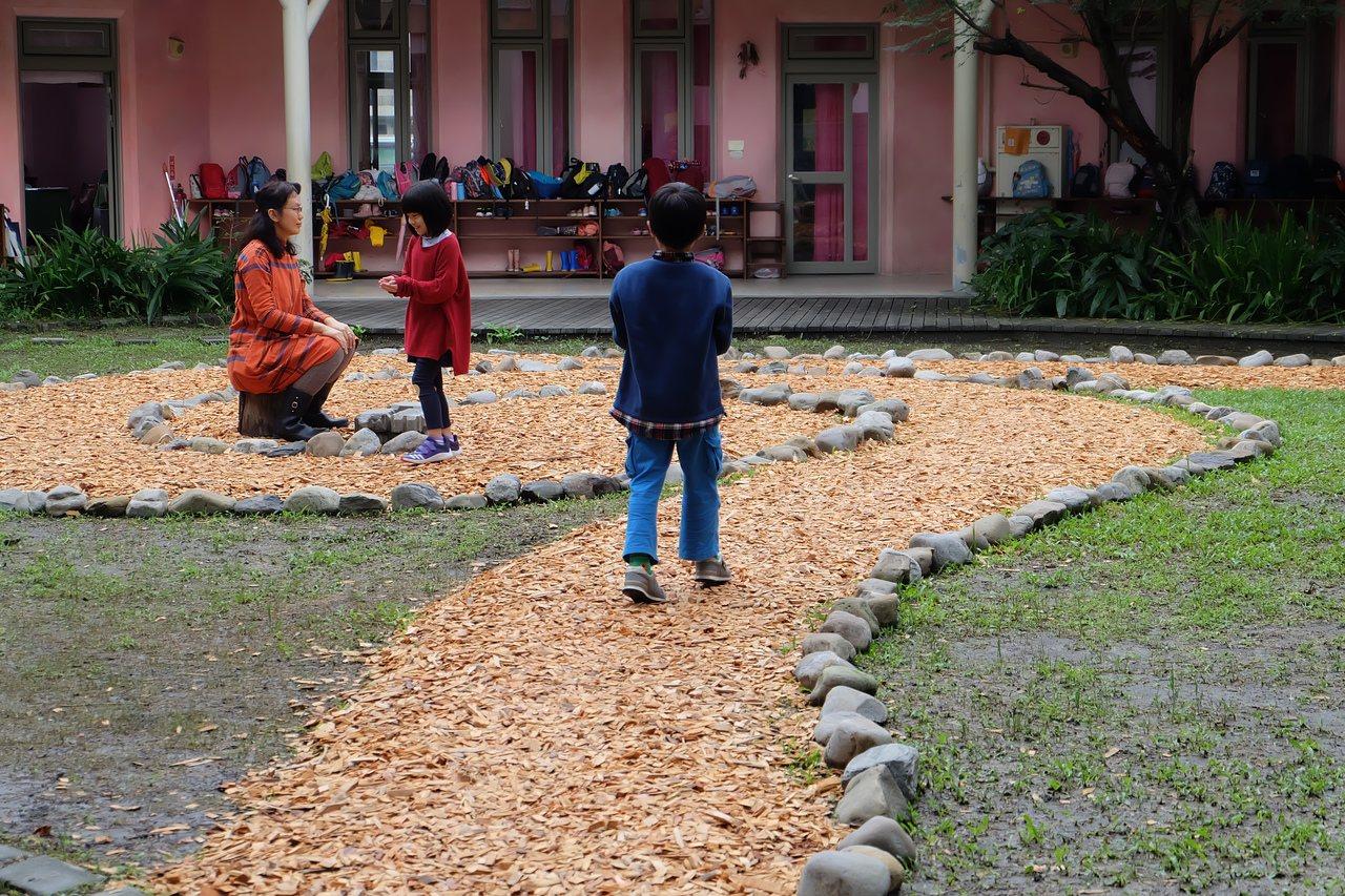 慈心華德福辦學績效優異,學生人數連年成長,更不乏外縣市學生入籍宜蘭希望優先入學。...