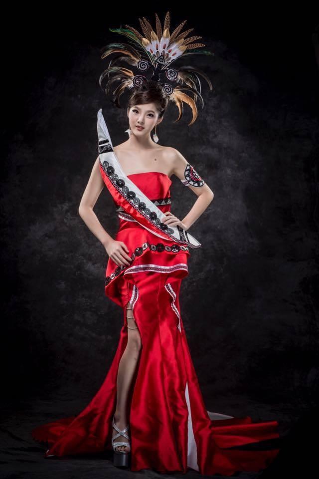 台灣小姐選拔中,達悟族圖騰的形象照,衣服都是由邱怡澍設計。圖/翻攝邱怡澍臉書