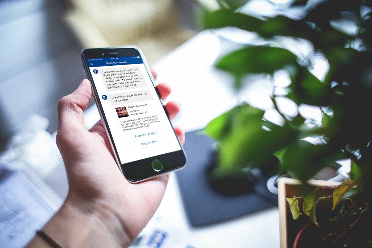 Booking.com宣布將更廣泛應用最新聊天機器人服務試用版─Booking小...