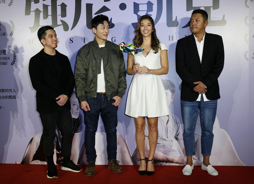 【強尼‧凱克】電影首映會,演員/柯宇綸(左二)、瑞瑪席丹(右二)、黃遠(左一)、...