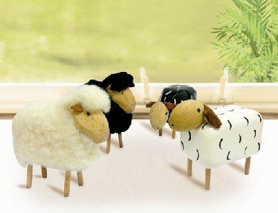 德國原裝進口小羊一隻原價3,000元,特價2,400元。圖/遠百提供