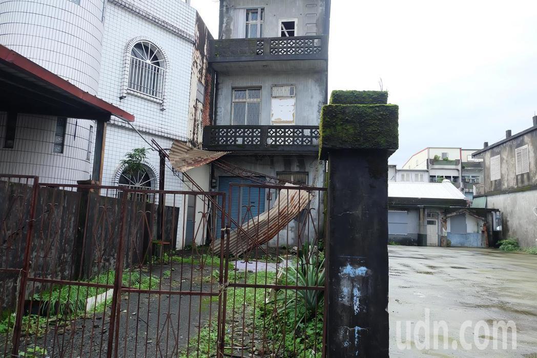 宜蘭縣冬山老街兩旁巷弄,隱藏許多懷舊復古的老房子,閒置非常可惜。記者張芮瑜/攝影