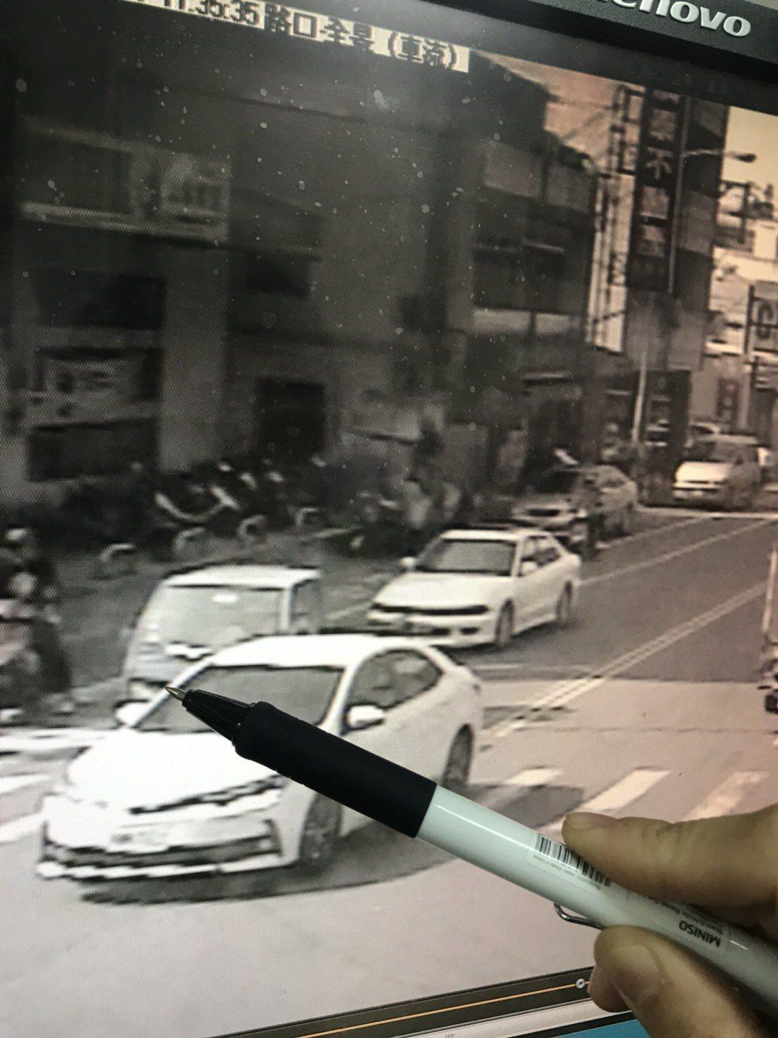 大甲警分局偵破一起因行車糾紛,男子竟持空氣槍對車輛開槍射擊後逃逸。圖/大甲分局提...