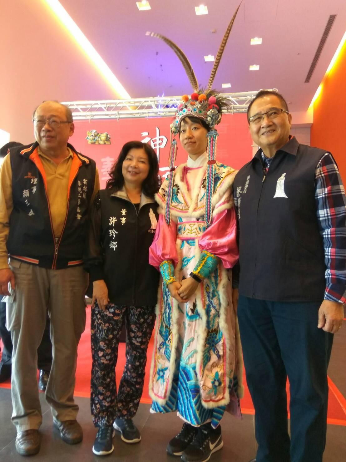 北港朝天宮首度將台灣僅有的百年藝閣,登上文化中心舞台,讓更多人了解藝閣工藝的巧妙...