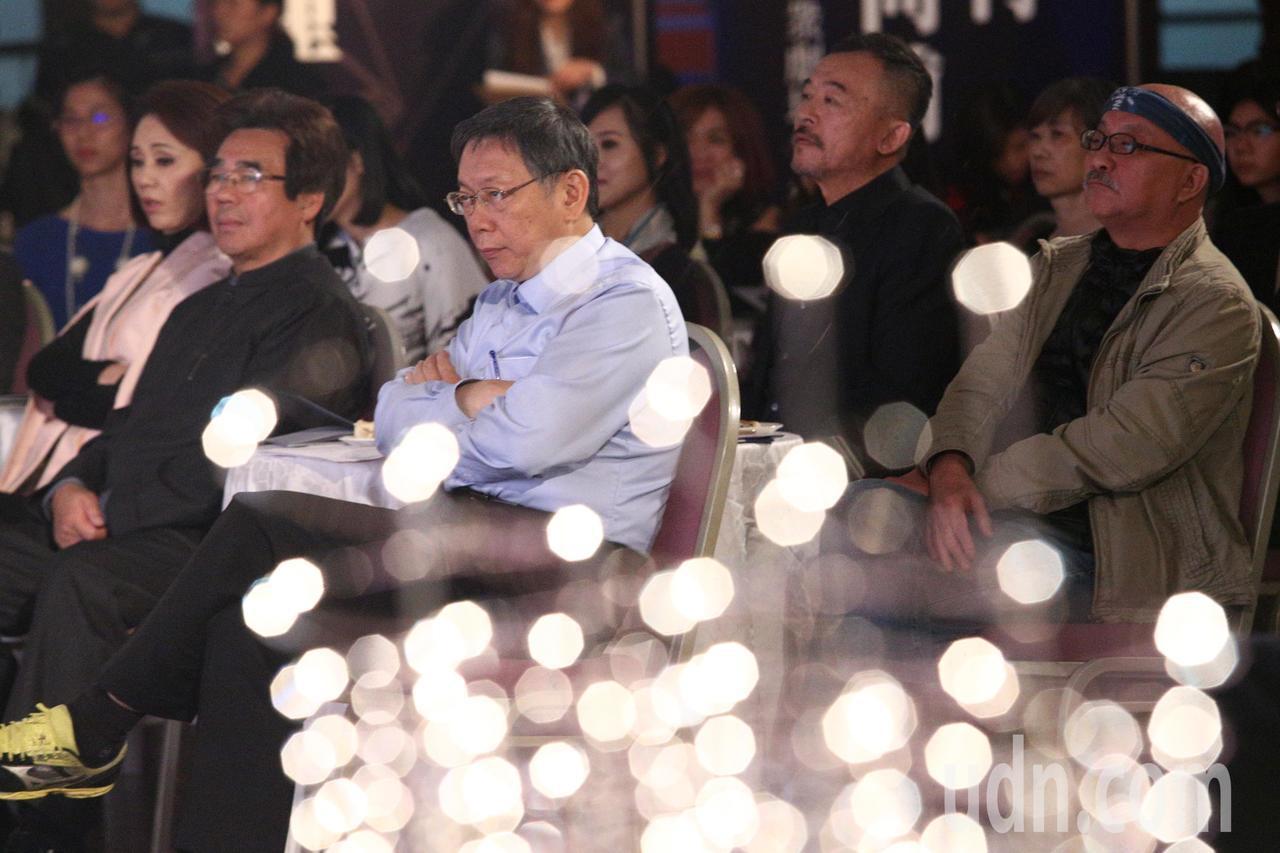 孫翠鳳(左二起)、明華園團長陳勝福、台北市長柯文哲、黃連煜與鍾喬昨晚出席第21屆...