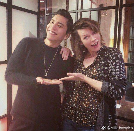 王大陸與蜜拉喬娃薇琪合作新片,相處愉快。圖/摘自微博