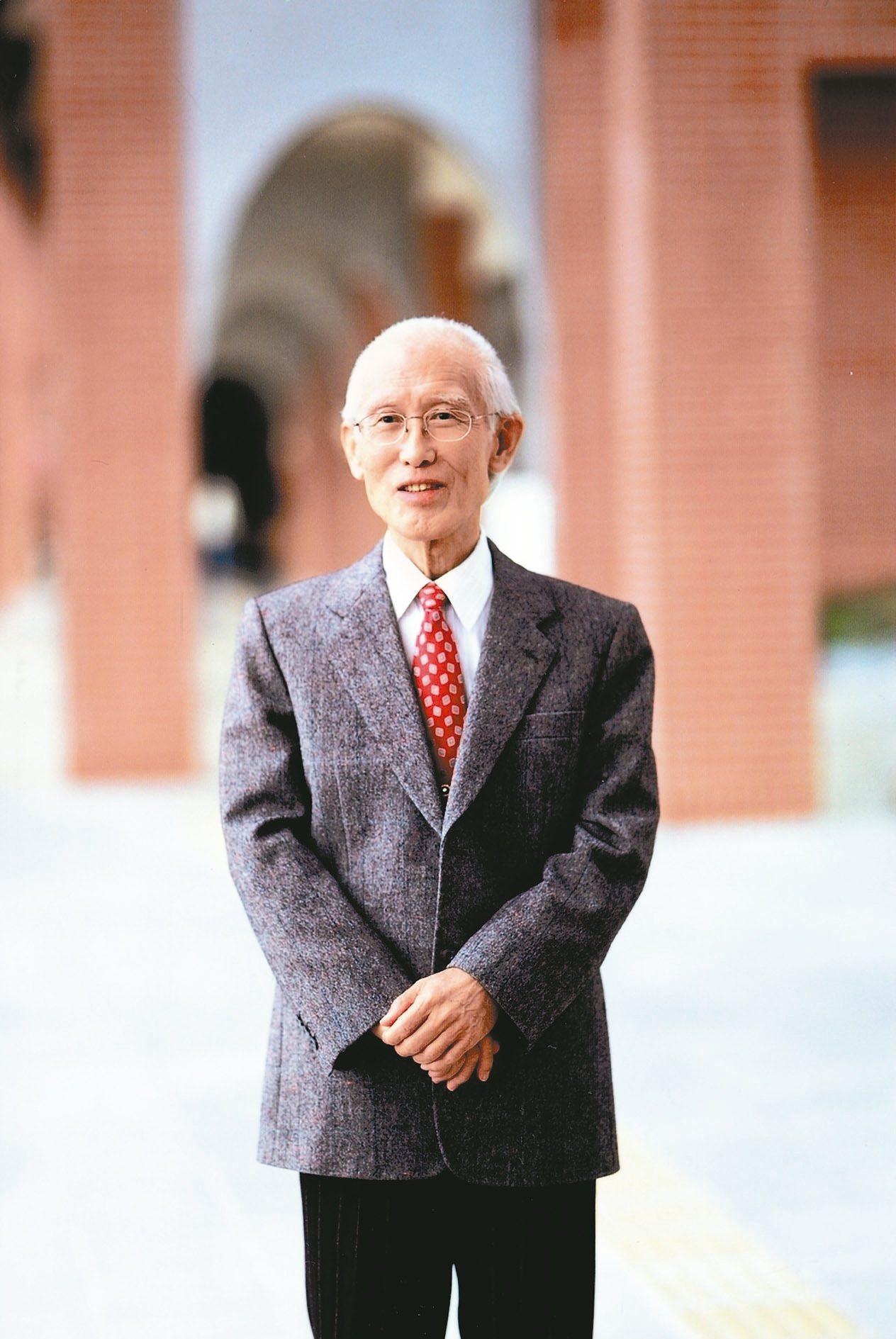 2008年10月初,余光中提前度過80歲大壽。 圖/九歌提供,本報資料照片