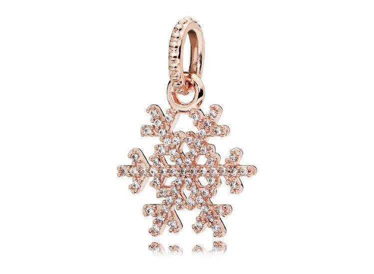 PANDORA Rose閃耀雪花鋯石吊飾,3,880元。圖/PANDORA提供