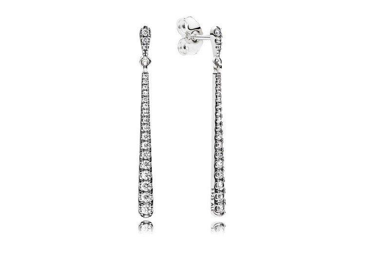 舞動流星925銀鋯石垂墜耳環,3,380元。圖/PANDORA提供