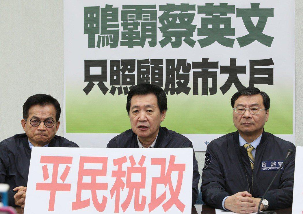 稅改遭強行逕付二讀 費鴻泰:民進黨從鴨霸走向不要臉