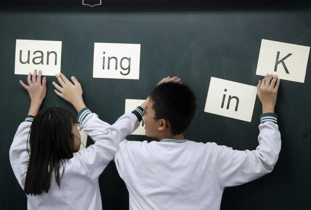 「解殖」作為復興臺語的理由,或許很重要,但不是大部分年輕人在乎的事情。圖為國小臺...