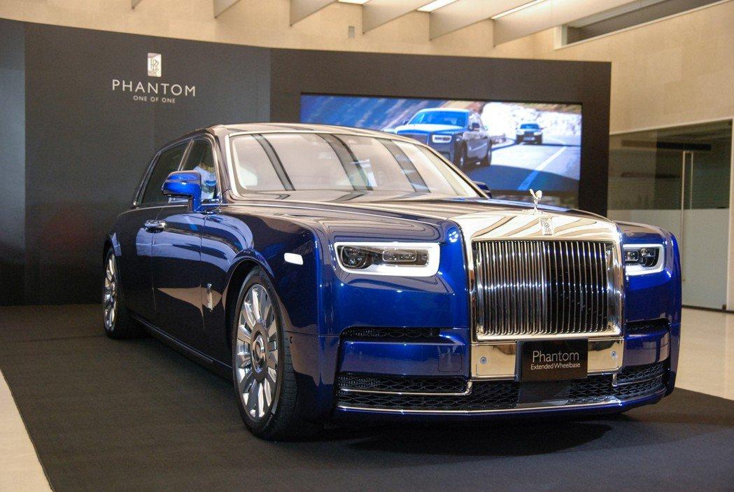全新第八代 Rolls-Royce Phantom SWB 標準軸距版建議售價為115萬美元,折合台幣售價約 3,447 萬,而 EWB 長軸版建議售價135萬美元,折合台幣約 4,046 萬。 記者林鼎智/攝影