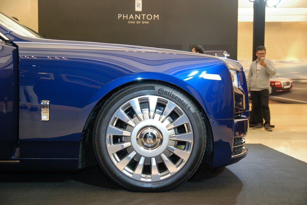 內附隔音海綿設計的輪胎,提供寧靜的頂級乘坐體驗。 記者林鼎智/攝影