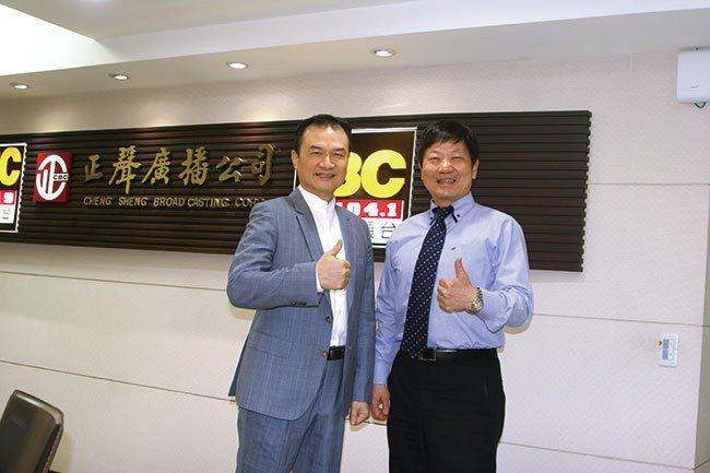 理財周刊發行人洪寶山(左)、永康國際商圈協進會理事長李慶隆(右)