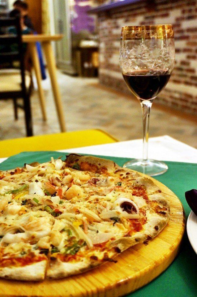 海鮮pizza的海鮮由Cindy每天到市場採買。(攝影/林郁姍)