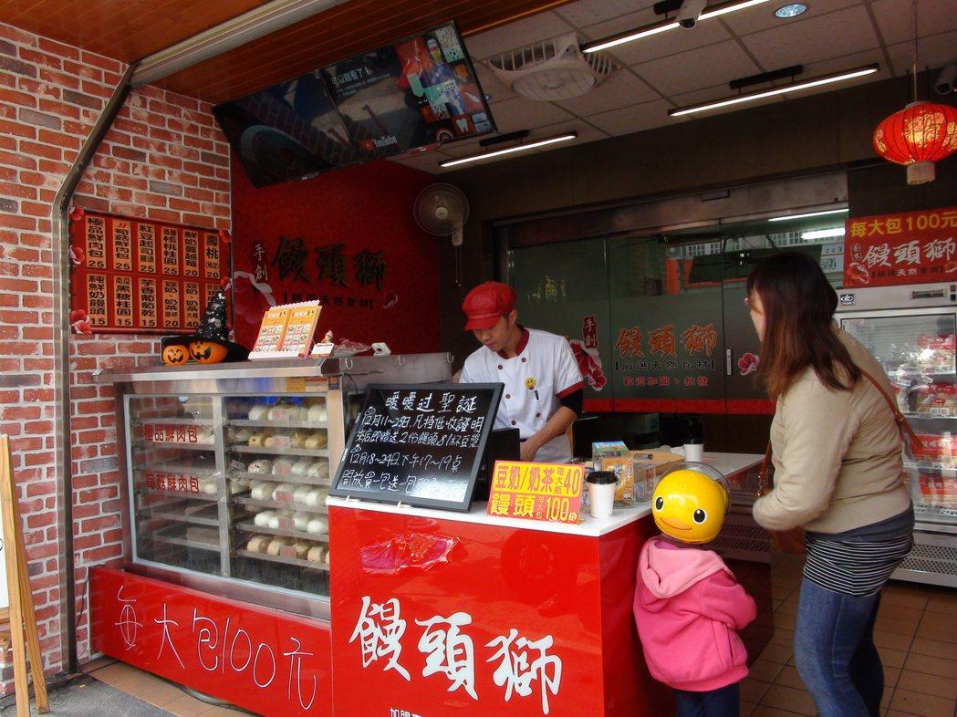 雲林縣林內鄉民史千桂出生醫生世家,卻「不務正業」,開店賣起美味、健康的饅頭,唯一...