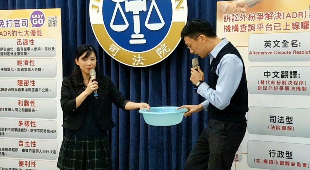 司法院透過行動劇說明ADR的好處。記者王宏舜/攝影