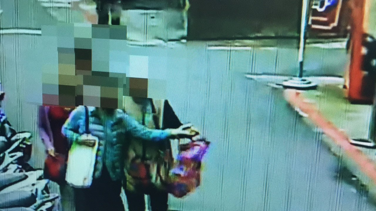 被害人(左)財物被調包。記者李承穎/攝影