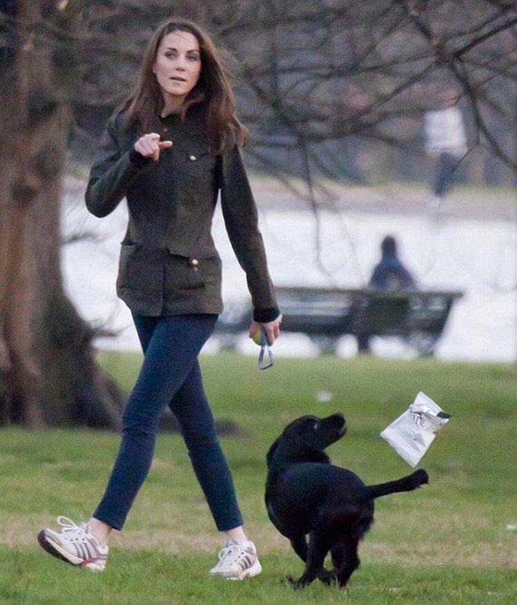 凱特王子妃多次以Barbour風衣簡約搭配。圖/取自pinterest