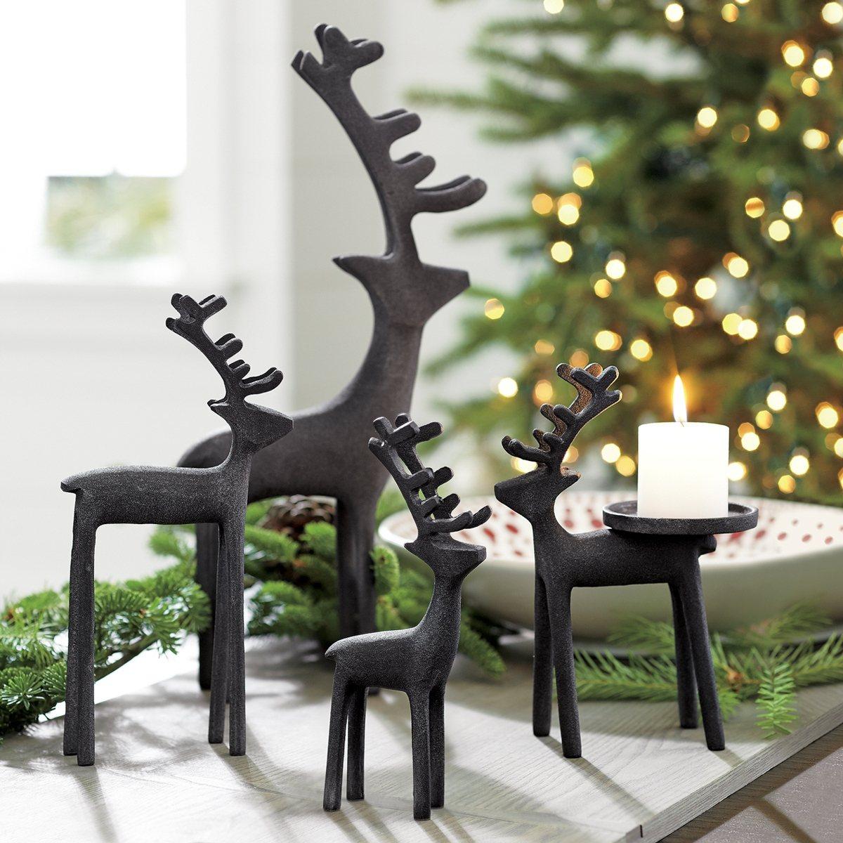 Zinc馴鹿擺飾及Reindeer燭台。圖/Crate and Barrel提供