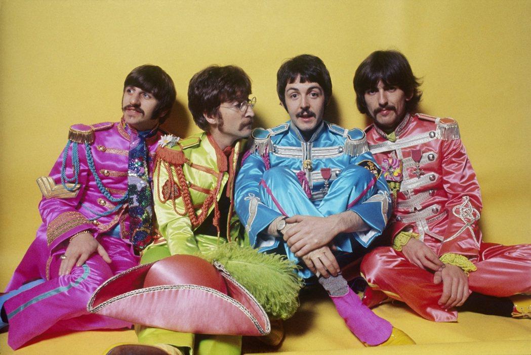 披頭四於1967年發行《比伯軍曹寂寞芳心俱樂部》。圖/萬寶龍提供