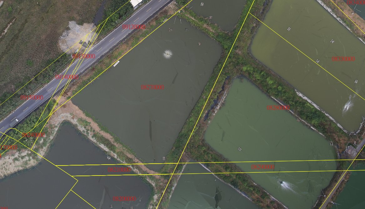 台南市地政局購置高精度製圖用無人飛機,拍攝的圖像相當精確,與地籍圖套繪後,可使地...
