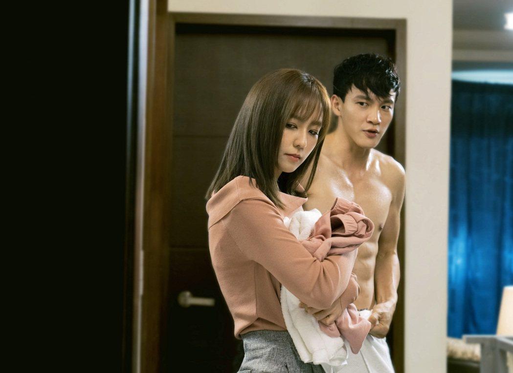 周曉涵、曹晏豪演出「獅子王強大」展開同居生活。圖/東森提供
