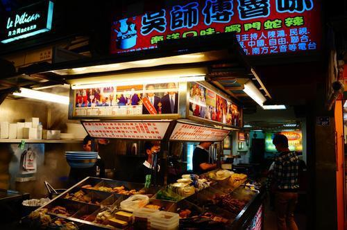 墾丁大街「吳師傅滷味」的價格風波持續引發熱議,墾丁社區發展協會今起成立即時消費糾...