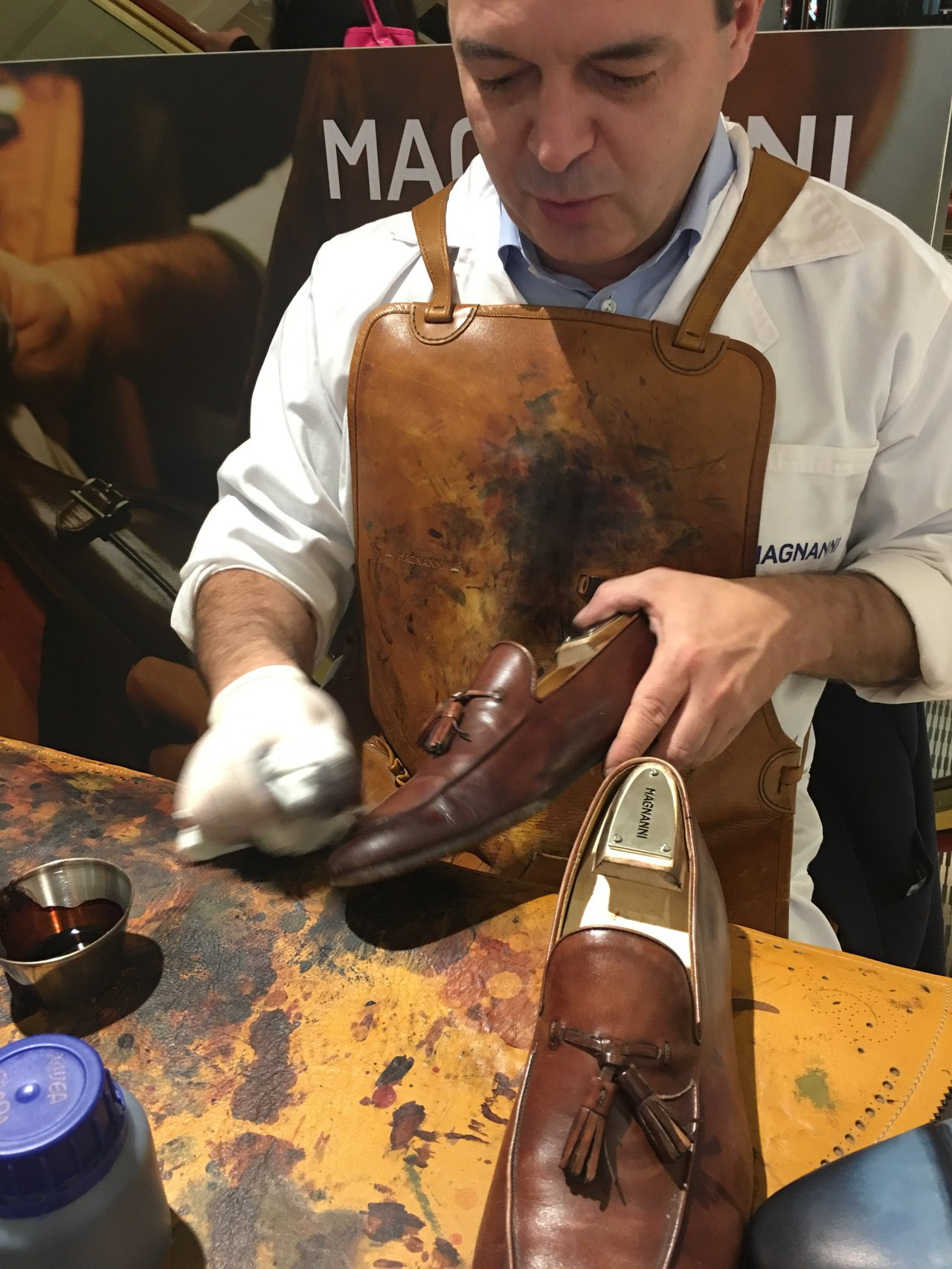 西班牙鞋品牌MAGNANNI來台舉辦彩繪活動,MAGNANNI彩繪師現場幫主顧客...