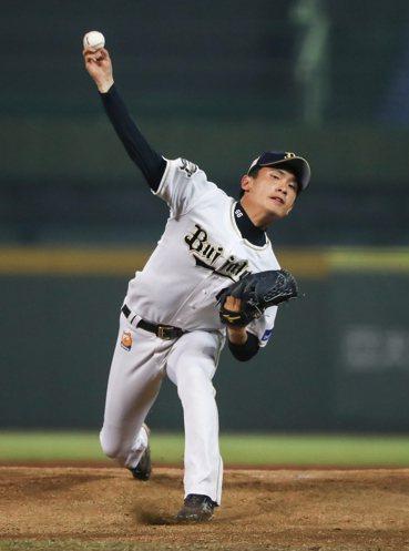日職西軍先發投手吉田凌,5局無失分奪勝。圖/中職聯盟提供
