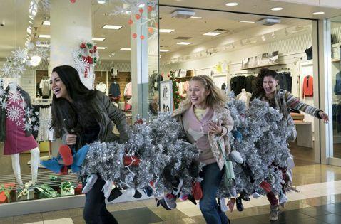 全球橫掃近2億美元票房(約60億台幣)的喜劇電影《阿姐萬萬醉》生猛回歸,好萊塢性感辣媽蜜拉庫妮絲在15日起全台上映的續集電影《阿姐響叮噹》(A Bad Moms Christmas)中與閨蜜搞笑顛覆...