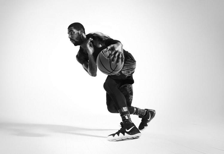 NIKE為Kyrie Irving量身打造的最新簽名鞋 KYRIE 4。圖/NI...