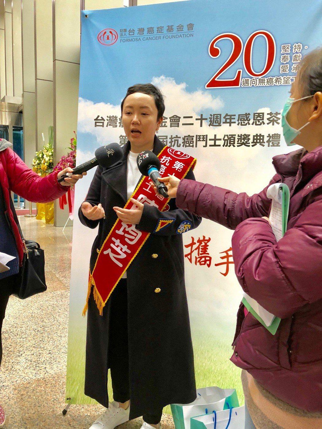 十大抗癌鬥士之一,陳筠芝罹患了與母親一樣的癌症「卵巢癌」。中央社
