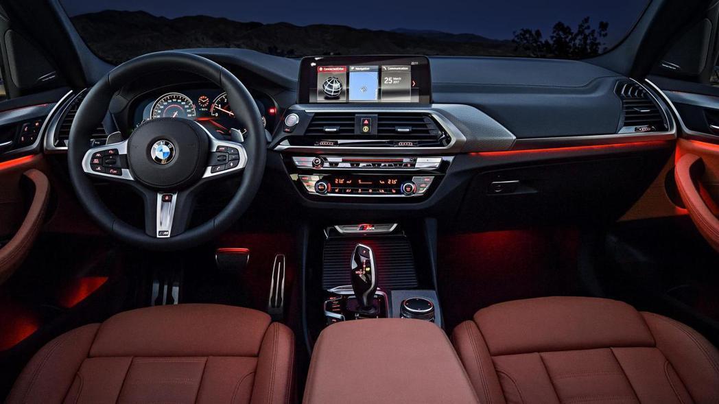 全新BMW X3有著環艙情境燈。 摘自BMW