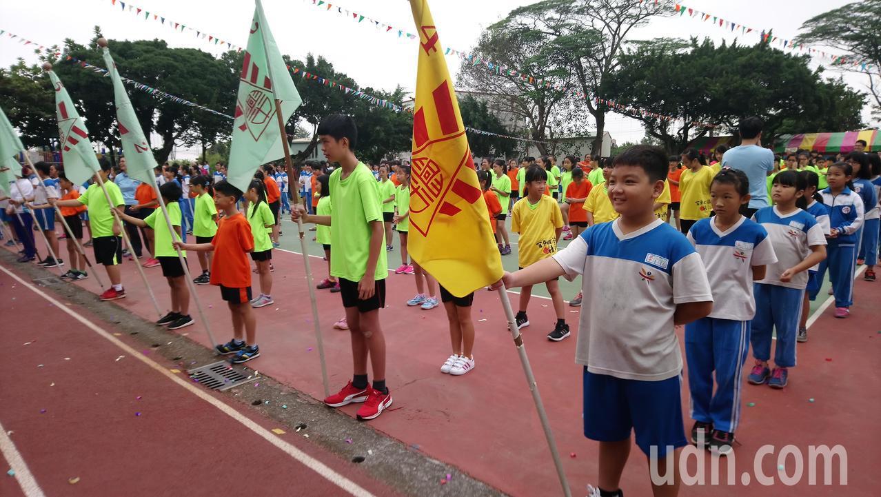 興中國小今天舉行102年校慶運動會。記者卜敏正/攝影