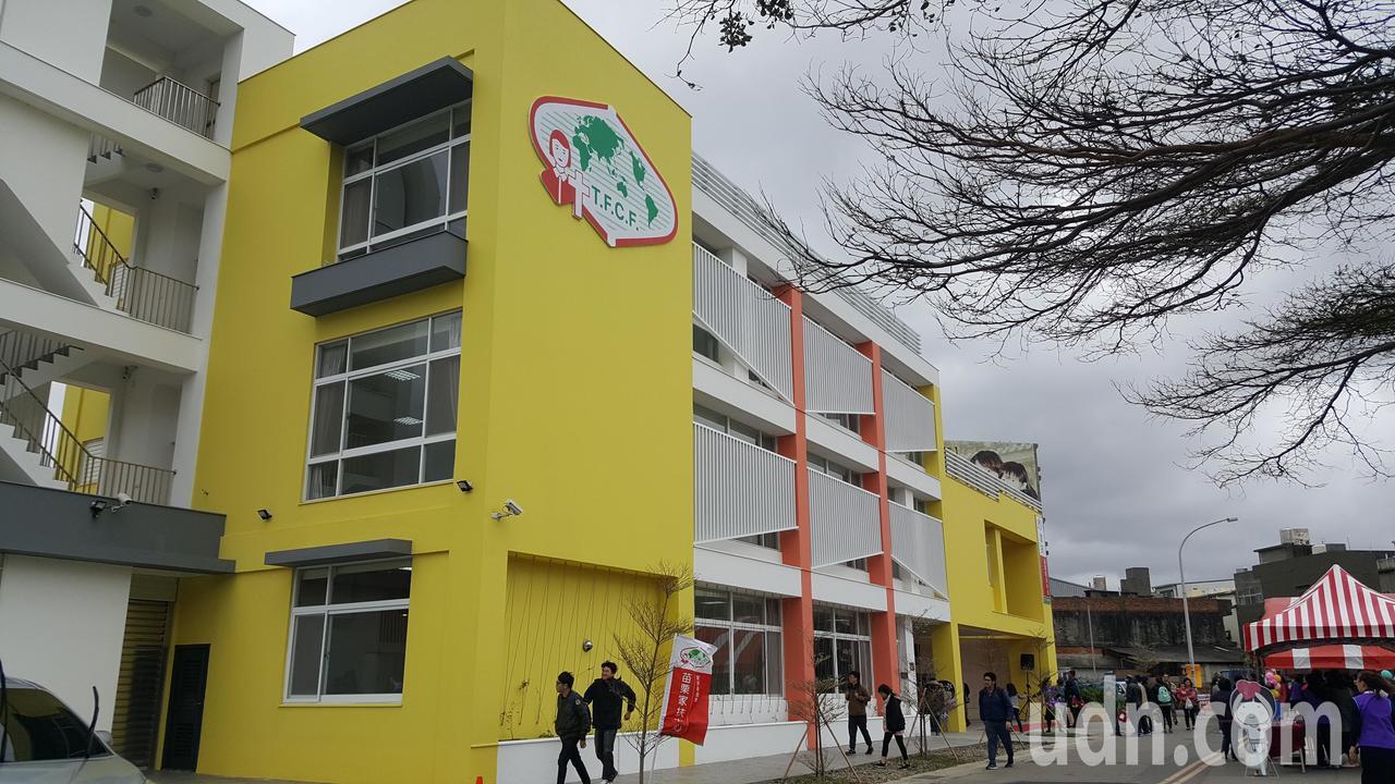 苗栗家扶中心苑裡服務處新建大樓今天落成啟用。記者胡蓬生/攝影